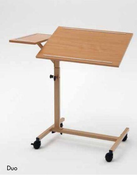 תמונה של שולחן לכסא גלגלים נייד ומתכוונן