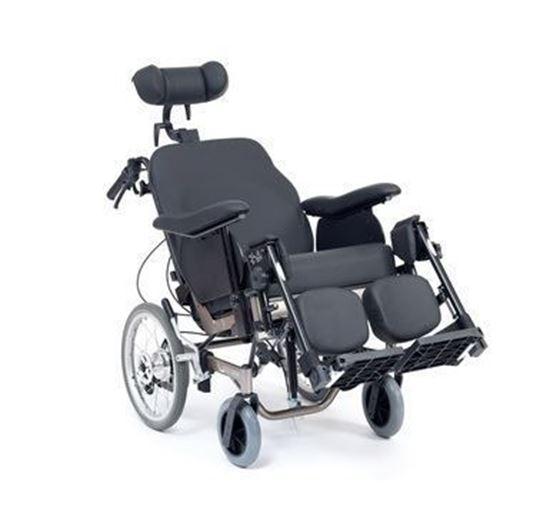 תמונה של כסא גלגלים עם הטיית גב ושינוי זוית המושב
